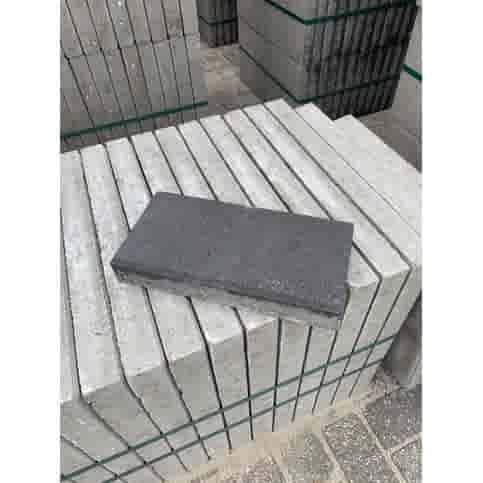Betontegel  antraciet 30x15x4,5 cm met facet